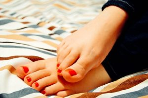 Pryč s haluxy – poraďte si s nimi doma a bez operace